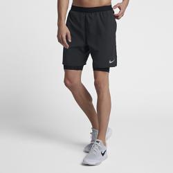 Мужские беговые шорты Nike Distance 2-in-1 18 смМужские беговые шорты Nike Distance 2-in-1 18 см сочетают вшитые тайтсы для поддержки и перфорированные зоны для циркуляцию воздуха во время бега.<br>