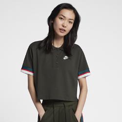 Женская рубашка-поло с укороченным кроем Nike SportswearЖенская рубашка-поло с укороченным кроем Nike Sportswear — новая версия классической модели из легкой дышащей ткани для комфорта на каждый день.<br>