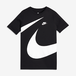 Футболка для мальчиков школьного возраста Nike SportswearФутболка для мальчиков школьного возраста Nike Sportswear из невероятно мягкого и прочного хлопка с большим логотипом Swoosh обеспечивает комфорт на весь день.<br>