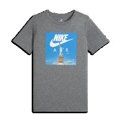 Футболка для мальчиков школьного возраста Nike SportswearФутболка для мальчиков школьного возраста Nike Sportswear из невероятно мягкого и прочного хлопка обеспечивает комфорт на каждый день.<br>