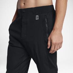 Мужские теннисные брюки NikeCourtМужские теннисные брюки NikeCourt из гладкой ткани со вставками из сетки обеспечивают вентиляцию и комфорт.<br>