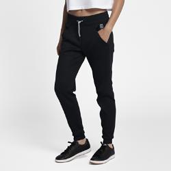 Женские теннисные брюки NikeCourtЖенские теннисные брюки NikeCourt из гладкой ткани обеспечивают комфорт на каждый день.<br>