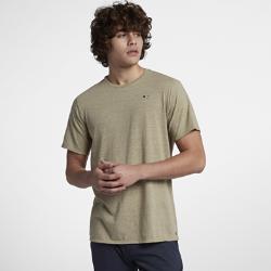 Мужская футболка Hurley StaticМужская футболка Hurley Static со стильными микрополосами, воротником из полосатой рубчатой ткани и вышитой пальмой на груди слева выводит классическую футболку на новый уровень.<br>