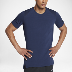 Мужская баскетбольная футболка с коротким рукавом Nike Dry Hyper EliteМужская баскетбольная футболка с коротким рукавом Nike Dry Hyper Elite из мягкой влагоотводящей ткани джерси обеспечивает охлаждение. А ее крой не создает дополнительногообъема и не сковывает движений во время игры.  Комфорт и защита от влаги  Ткань Nike Dry с технологией Dri-FIT отводит от кожи влагу, обеспечивая комфорт.  Вентиляция  Область спины, выполненная полностью из сетки, обеспечивает охлаждение в самые жаркие моменты игры.  Свобода движений  Нижняя кромка с разрезом для свободы движений и удобного сочетания с другой одеждой.<br>