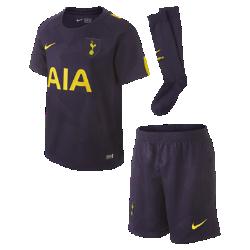 Футбольный комплект для дошкольников 2017/18 Tottenham Hotspur FC Stadium ThirdФутбольный комплект для дошкольников 2017/18 Tottenham Hotspur FC Stadium Third включает джерси с коротким рукавом, шорты и носки из дышащей ткани с символикой команды.<br>
