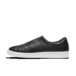 Женские кроссовки Nike Tennis Classic EaseЖенские кроссовки Nike Tennis Classic Ease с плиссировкой вместо шнурков, вдохновленной классическими теннисными юбками, обеспечивают комфорт на каждый день.<br>