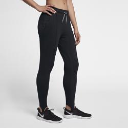 Женские брюки для тренинга Nike Dri-FITЖенские брюки для тренинга Nike Dri-FIT из влагоотводящей ткани с эластичными штрипками обеспечивают комфорт и позволяют ни на что не отвлекаться во время тренировки.<br>