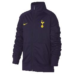 Футбольная куртка для школьников Tottenham Hotspur FCФутбольная куртка для школьников Tottenham Hotspur FC из мягкой и прочной ткани двойного переплетения с фирменными деталями обеспечивает комфорт на весь день.<br>