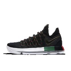 Баскетбольные кроссовки Nike Zoom KDX BHMБаскетбольные кроссовки Nike Zoom KDX универсальны, как и сам Кевин Дюрант. Они обеспечивают превосходную мгновенную амортизацию на любой поверхности и поддержку там, где это необходимо.Детали вдохновлены движением, чествующим выдающихся людей с африканскими корнями, и символизируют силу единства и равенства в спорте.  Фиксация и комфорт  Вставки из легкого материала Flyknit создают зоны воздухопроницаемости, эластичности и поддержки, обеспечивая удобную плотную посадку и фиксацию.  Поддержка там, где необходимо  Крупные шнурки обхватывают боковые части стопы, обеспечивая комфортную поддержку там, где это необходимо.  Мгновенная амортизация  Система Nike Zoom Air создает превосходную мгновенную амортизацию, поддерживая естественные движения стопы. Утолщенная область пятки смягчает жесткие приземления, а более тонкая область носка позволяет лучше контролировать движения.<br>