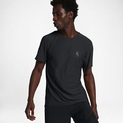 Мужская футболка для тренинга NikeLab Essentials CoolМужская футболка для тренинга NikeLab Essentials Cool со стандартным кроем и комфортной воздухопроницаемой конструкцией дополнена традиционным классическим шевроном на груди.<br>