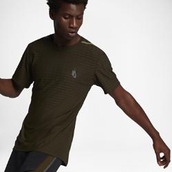 Мужская футболка для тренинга NikeLab Essentials CoolМужская футболка для тренинга NikeLab Essentials Cool со свободным кроем и классическим шевроном на груди отсылает к линейке Nike Training. Воздухопроницаемая конструкция обеспечивает комфорт.<br>