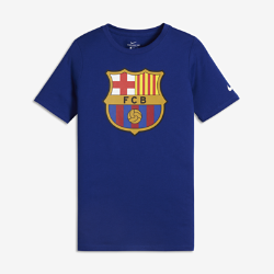 Футболка для мальчиков школьного возраста FC Barcelona CrestФутболка для мальчиков школьного возраста FC Barcelona Crest из мягкого хлопка обеспечивает длительный комфорт на трибунах и на улице.<br>