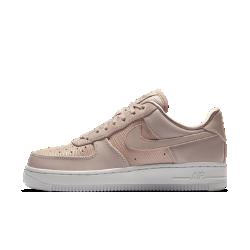 Женские кроссовки Nike Air Force 107 LXЖенские кроссовки Nike Air Force 107 LX— это современная версия легендарной модели, объединяющая новые стильные элементы и классический дизайн. Они сочетают верх из высококачественной кожи разных видов и текстур с особыми деталями, создающими роскошный образ.<br>