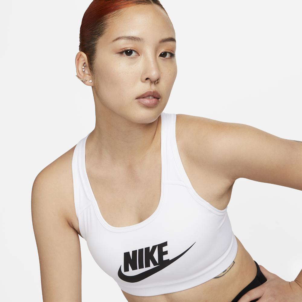<ナイキ(NIKE)公式ストア> ナイキ クラシック スウッシュ フューチュラ ウィメンズ ミディアムサポート スポーツブラ 899371-100 ホワイト ★30日間返品無料 / Nike+メンバー送料無料