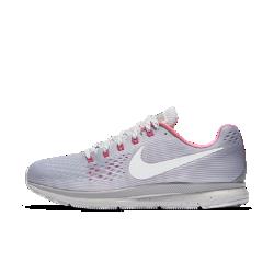 Мужские беговые кроссовки Nike Air Zoom Pegasus 34 BETRUEМужские беговые кроссовки Nike Air Zoom Pegasus 34 BETRUE с уникальными деталями и упругой амортизацией, сделавшей популярной оригинальную модель, созданы в честь 34-ой годовщины релиза Nike Air Zoom Pegasus.Внутренняя часть в цветах радуги, белый переливающийся логотип Swoosh, цветные акценты с эффектом «металлик» и перламутровая подметка создают неповторимый стиль.  Воздухопроницаемость и комфорт  Бесшовная конструкция из материала Flymesh обеспечивает легкость, воздухопроницаемость и длительный комфорт, предотвращая перегрев.  Надежная фиксация  Нити Dynamic Flywire плотно обхватывают свод стопы для надежной фиксации и поддержки.  Оптимальный комфорт  Первоклассный пеноматериал Cushlon и вставки Zoom Air обеспечивают упругую амортизацию.<br>