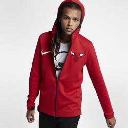 Мужская худи НБА Chicago Bulls Nike Therma Flex ShowtimeМужская худи НБА Chicago Bulls Nike Therma Flex Showtime из эластичной ткани обеспечивает тепло и комфорт, помогая полностью сосредоточиться на игре. Тепло, эластичность и комфорт Ткань Nike Therma Flex обеспечивает тепло и превосходную свободу движений. Технология Dri-FIT отводит влагу от кожи, обеспечивая комфорт. Оптимальный обзор и слышимость Традиционный капюшон с новым дизайном не ограничивает обзор во время игры, а вставка из сетки улучшает слышимость. Удобное хранение Боковые карманы на молнии для телефона и других мелочей. Информация о товаре  Эластичные манжеты особой формы не мешают при ведении мяча Удлиненная сзади нижняя кромка обеспечивает защиту во время бросков мяча Боковые разрезы обеспечивают свободу движений Состав: 91% полиэстер/9% спандекс Машинная стирка Импорт<br>