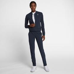 Женский теннисный костюм для разминки NikeCourtЖенский теннисный костюм для разминки NikeCourt включает куртку с молнией во всю длину и брюки для комфортной защиты на каждый день.<br>