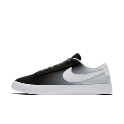 Мужская обувь для скейтбординга Nike SB Blazer Vapor TextileМужская обувь для скейтбординга Nike SB Blazer Vapor Textile — новое исполнение баскетбольной легенды, адаптированное для скейтбординга с ультралегкой амортизацией и более тонкой резиновой подошвой. Дополнения обеспечивают точный контроль, более уверенное сцепление с доской и потрясающий комфорт для снижения нагрузки на стопу.<br>