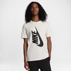 Мужская футболка NikeLab EssentialsМужская футболка NikeLab Essentials со стандартной посадкой изготовлена из хлопка. Эта повседневная футболка дополнена современными стильными элементами: слегка удлиненными рукавами и скругленным вырезом горловины.<br>