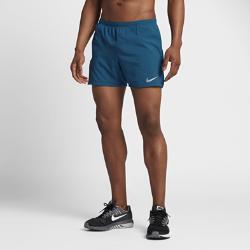 Мужские беговые шорты Nike Distance 2-in-1 12,5 смМужские беговые шорты Nike Distance 2-in-1 12,5 см совмещают легкие дышащие шорты и поддерживающие внутренние тайтсы. Общий для двух слоев пояс для защиты от влаги и дополнительного комфорта.<br>