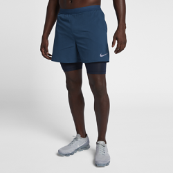 Мужские беговые шорты Nike Distance 2-in-1 12,5 смМужские беговые шорты Nike Distance 2-in-1 12,5 см сочетают вшитые тайтсы для поддержки и перфорированные зоны для циркуляцию воздуха во время бега.<br>