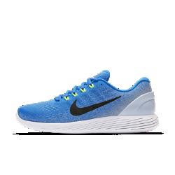 Мужские беговые кроссовки Nike LunarGlide 9Мужские беговые кроссовки Nike LunarGlide 9 — новая версия популярной модели с более мягкими обтекаемыми элементами. Пеноматериал Lunarlon обеспечивает амортизацию и абсолютный комфорт. А верх из дышащего трикотажа с нитями Flywire охлаждает и поддерживает стопу.  Улучшенная поддержка  В этой версии используются утолщенные, более мягкие нити Flywire. В отличие от классических нитей Flywire они не только поддерживают среднюю часть стопы, но и распределяютдавление. Кроме того, нити Flywire объединены со шнурками для дополнительной поддержки при затягивании.  Прохлада и комфорт  Цельный верх с более открытым плетением в области носка отводит излишки тепла и создает ощущение прохлады. Легкий пеноматериал на бортике обеспечивает мягкость икомфорт в области голеностопа.  Плавность и комфорт  В этой версии используется два типа амортизирующего материала Lunarlon: более мягкий и более упругий. Сочетание мягкого и твердого пеноматериала лучше поглощает ударные нагрузки. Вырезанные лазером отверстия в боковой части подошвы делают движения стопы более плавными.<br>
