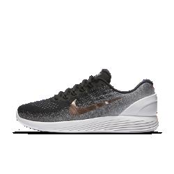 Мужские беговые кроссовки Nike LunarGlide 9 ExplorerМужские беговые кроссовки Nike LunarGlide 9 Explorer обеспечивают вентиляцию, поддержку и невероятно мягкую амортизацию на всей дистанции.  Преимущества  Цельный текстильный верх обеспечивает поддержку и воздухопроницаемость Нити Flywire поддерживают стопу при затягивании шнурков Система амортизации Lunarlon задействует два типа пеноматериала для мягкости и поддержки Секции подметки поглощают ударные нагрузки и создают мгновенную амортизацию КОЛЛЕКЦИЯ MEDAL RUSH  Нет ничего плохого в том, что ты выбираешь их за фурнитуру. Что тебе нравятся блестящие вещи. Что только мысль о награде заставляет тебя делать следующий шаг. В концеконцов, вознаграждение за новый рекорд скорости — это естественно.<br>