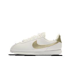 Кроссовки для школьников Nike Cortez Basic SLКроссовки для школьников Nike Cortez Basic SL напоминают оригинальную модель 1972 года. Верх из синтетической кожи обеспечивает прочность, а легкая система амортизации создает ощущение комфорта.<br>