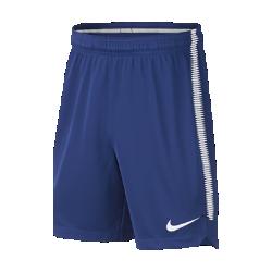 Футбольные шорты для школьников Chelsea FC SquadФутбольные шорты для школьников Chelsea FC Squad из влагоотводящей ткани обеспечивают комфорт во время игры.<br>