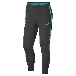 Мужские футбольные брюки Chelsea FC Dry StrikeМужские футбольные брюки Chelsea FC Dry Strike из влагоотводящей ткани обеспечивают свободу движений во время тренировок.<br>