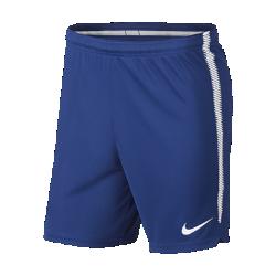 Мужские футбольные шорты Chelsea FC SquadМужские футбольные шорты Chelsea FC Squad из влагоотводящей ткани обеспечивают комфорт и свободу движений на поле.<br>
