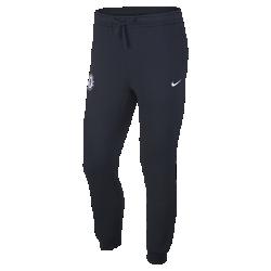 Мужские брюки Chelsea FCМужские брюки Chelsea FC из мягкого флиса с символикой команды обеспечивают тепло.<br>