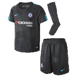 Футбольный комплект для дошкольников 2017/18 Chelsea FC Stadium ThirdФутбольный комплект для дошкольников 2017/18 Chelsea FC Stadium Third включает джерси с коротким рукавом, шорты и гетры из дышащей ткани с символикой команды.<br>