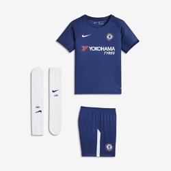 Футбольный комплект для дошкольников 2017/18 Chelsea FC Stadium HomeФутбольный комплект для дошкольников 2017/18 Chelsea FC Stadium Home включает джерси с коротким рукавом, шорты и носки из дышащей ткани с символикой команды.<br>