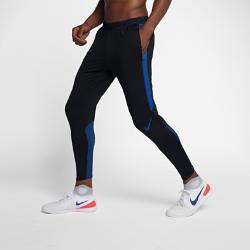 Мужские футбольные брюки Nike Dry StrikeМужские футбольные брюки Nike Dry Strike не стесняют движений даже на высокой скорости. Эластичная влагоотводящая ткань и зауженный крой ниже колена позволяют следить замячом.  КОМФОРТ  Технология Nike Dri-FIT отводит влагу от кожи на поверхность ткани, где она быстро испаряется.  СВОБОДА ДВИЖЕНИЙ  Эластичная ткань не ограничивает естественную свободу движений при беге, рывках и ударах. Вставки из рубчатой ткани на голенях обеспечивают плотную посадку, не сковывая движений. При растяжении боковых вставок из сетки становится виден цветовой акцент.  НАДЕЖНАЯ ПОСАДКА И ВОЗДУХОПРОНИЦАЕМОСТЬ  Пояс Flyvent из тонкого воздухопроницаемого материала фиксирует посадку и отводит излишки тепла.<br>