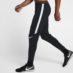 Мужские футбольные брюки Nike Dry StrikeМужские футбольные брюки Nike Dry Strike не стесняют движений даже на высокой скорости. Эластичная влагоотводящая ткань и зауженный крой ниже колена позволяют следить замячом.  КОМФОРТ  Технология Nike Dri-FIT отводит влагу от кожи на поверхность ткани, где она быстро испаряется.  СВОБОДА ДВИЖЕНИЙ  Эластичная ткань не ограничивает естественную свободу движений при беге, рывках и ударах. Вставки из рубчатой ткани на голенях обеспечивают плотную посадку, не сковывая движений. При растяжении боковых вставок из сетки становится виден цветовой акцент.  НАДЕЖНАЯ ПОСАДКА И ВОЗДУХОПРОНИЦАЕМОСТЬ  Пояс Flyvent из тонкого дышащего материала фиксирует посадку и помогает отводить излишки тепла.<br>