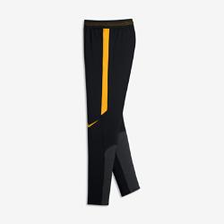Футбольные брюки для мальчиков школьного возраста Nike Dry StrikeФутбольные брюки для мальчиков школьного возраста Nike Dry Strike из эластичной влагоотводящей ткани обеспечивают свободу движений во время тренировок.<br>