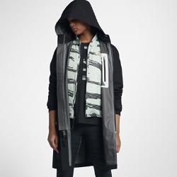 Женская куртка NikeLab ACG 3-in-1 SystemЖенская куртка NikeLab ACG 3-in-1 System состоит из двух слоев для защиты от холода в зимнюю погоду и создания трех разных образов. Внешний слой из трехслойного материала Gore-Tex® защищает от ветра и влаги, а внутренний ремешок через плечо позволяет скинуть куртку и удобно носить ее с собой.Съемный внутренний слой с кроем классической куртки-бомбера и наполнителем Primaloft можно носить отдельно или в сочетании с внешним слоем.  ПРОДУМАННАЯ КОНСТРУКЦИЯ  Внутренние нагрудные карманы и съемный капюшон, который можно убрать в специальный карман.<br>