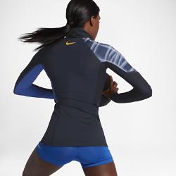 Женская футболка для тренинга NikeЖенская футболка для тренинга Nike из влагоотводящей ткани со вставками из сетки обеспечивает охлаждение и комфорт во время тренировки.<br>
