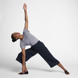 Женский комбинезон для тренинга NikeЖенский комбинезон для тренинга Nike из влагоотводящей ткани обеспечивает комфорт во время тренировок.<br>