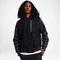 Мужская куртка NikeLab Essentials DestroyerМужская куртка NikeLab Essentials Destroyer — классическая модель в студенческом стиле, усовершенствованная инновационными технологиями. Подкладка с удобным доступом позволяет адаптировать куртку к своему уникальному стилю.  Уникальный дизайн — это просто  Подкладка на молнии позволяет самостоятельно пришивать вставки к внешнему слою, не повреждая швы.  Первоклассная конструкция  Основа из шерсти и рукава из высококачественной и прочной кожи образуют современный силуэт со свободной посадкой.Внутренняя прошивка создает крупный особый логотип на подкладке.  Превосходная теплоизоляция  Теплоизолирующая технология Primaloft на основе и рукавах обеспечивает тепло.<br>