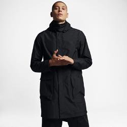 Мужская куртка NikeLab Essentials ParkaМужская куртка NikeLab Essentials Parka из трехслойного тканого материала превосходно защищает от ветра и дождя.  Удобная регулировка  Быстро расстегивающаяся молния спереди позволяет с легкостью снимать куртку, а благодаря отстегивающемуся внутреннему ремешку куртку можно снять и удобно носитьс собой.  Пространство для хранения  Вместительные передние карманы со складками для хранения.<br>
