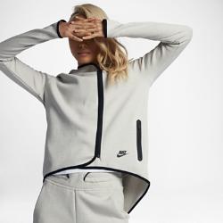 Женский кейп Nike Sportswear Tech FleeceЖенский кейп Nike Tech Fleece из мягкого и теплого материала с оригинальным силуэтом, завоевавшим популярность в 2013 году, обеспечивает тепло и комфорт в прохладную погоду.Вытачки на спине создают женственный образ.<br>