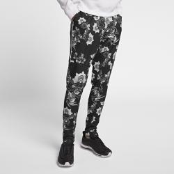 Мужские джоггеры с принтом Nike Sportswear FloralМужские джоггеры с принтом Nike Sportswear Floral из мягкой ткани двойного переплетения обеспечивают комфорт на весь день. Растительный принт, вдохновленный традиционной хохломской росписью, привносит стильный акцент.<br>