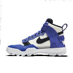 Мужские кроссовки Nike x Undercover SFB Jungle DunkМужские кроссовки Nike x Undercover SFB Jungle Dunk — это новый уровень стиля Dunk, вдохновленный улицами города, с лучшими элементами от самых популярных моделей Nike. Рисунок с повторяющимися треугольниками, напоминающий татуировку дизайнера бренда Джуна Такахаши, — это дань уважения прошлым коллекциям Undercover.<br>
