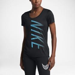 Женская футболка для тренинга Nike DryЖенская футболка для тренинга Nike Dry из мягкой влагоотводящей ткани обеспечивает вентиляцию и комфорт во время бега.<br>