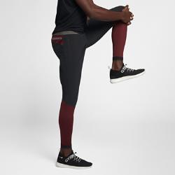 Мужские брюки NikeLab GyakusouМужские брюки NikeLab Gyakusou из влагоотводящей ткани Nike Dri-FIT обеспечивают комфорт во время бега.  Современный крой  Прилегающий крой в верхней части и плотная посадка в нижней части создает свободное пространство и обеспечивает компрессионную поддержку там, где это необходимо.Внутренний шнурок помогает идеально отрегулировать посадку пояса.  Воздухопроницаемая конструкция  Пояс Nike Flyvent с перфорацией быстро отводит влагу. Фирменная лазерная перфорация Gyakusou в области коленей сзади обеспечивает вентиляцию и создает визуальный акцент.  Удобное хранение  Вырезанные лазером и укрепленные карманы на молнии позволяют брать на пробежку все необходимое. В переднем кармане есть скрытый внутренний карман для телефона.<br>