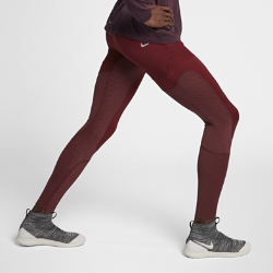 Мужские функциональные тайтсы NikeLab GyakusouМужские функциональные тайтсы NikeLab Gyakusou из влагоотводящей ткани Nike Dri-FIT обеспечивают комфорт. Компрессионная посадка не сковывает движений.  Отводящая влагу конструкция  Пояс Nike Flyvent с перфорацией отводит влагу во время движения.  Удобное хранение  Пять карманов с молниями и клапанами и вставка из сетки сзади для удобного хранения.<br>