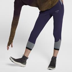 Женские брюки NikeLab GyakusouЖенские брюки NikeLab Gyakusou из влагоотводящей ткани Nike Dri-FIT обеспечивают комфорт во время бега.  Современный крой  Прилегающий крой в верхней части и плотная посадка в нижней части создает свободное пространство и обеспечивает компрессионную поддержку там, где это необходимо.Внутренний шнурок помогает идеально отрегулировать посадку пояса.  Воздухопроницаемая конструкция  Пояс Nike Flyvent с перфорацией быстро отводит влагу. Фирменная лазерная перфорация Gyakusou в области коленей сзади обеспечивает вентиляцию и создает визуальный акцент.  Удобное хранение  Вырезанные лазером и укрепленные карманы на молнии позволяют брать на пробежку все необходимое. В переднем кармане есть скрытый внутренний карман для мобильного устройства.<br>