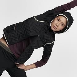 Женский жилет NikeLab Gyakusou AeroLoftЖенский жилет NikeLab Gyakusou AeroLoft с теплоизолирующим капюшоном и пуховым наполнителем плотностью 800 FP обеспечивает тепло на пробежках в холодную погоду зимой.  Вентиляция и комфорт  Технология Nike AeroLoft задействует перфорацию для вентиляции и отведения влаги во время движения. Вставка из перфорированной сетки на спине отводит влагу и излишки тепла.  Регулируемая молния  Двустороннюю молнию в центре удобно расстегивать и застегивать на ходу.<br>